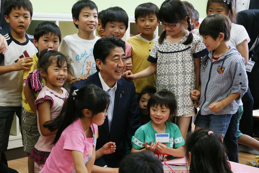 the prime minister visits an after school kids club at an elementary school the prime minister. Black Bedroom Furniture Sets. Home Design Ideas