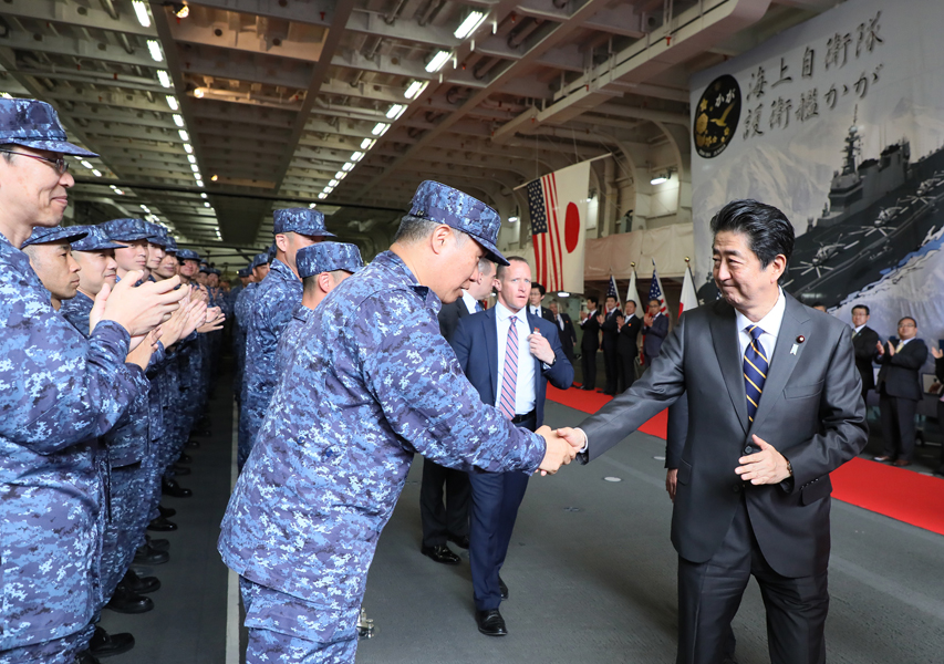 Photograph of the Prime Minister shaking hands with the personnel