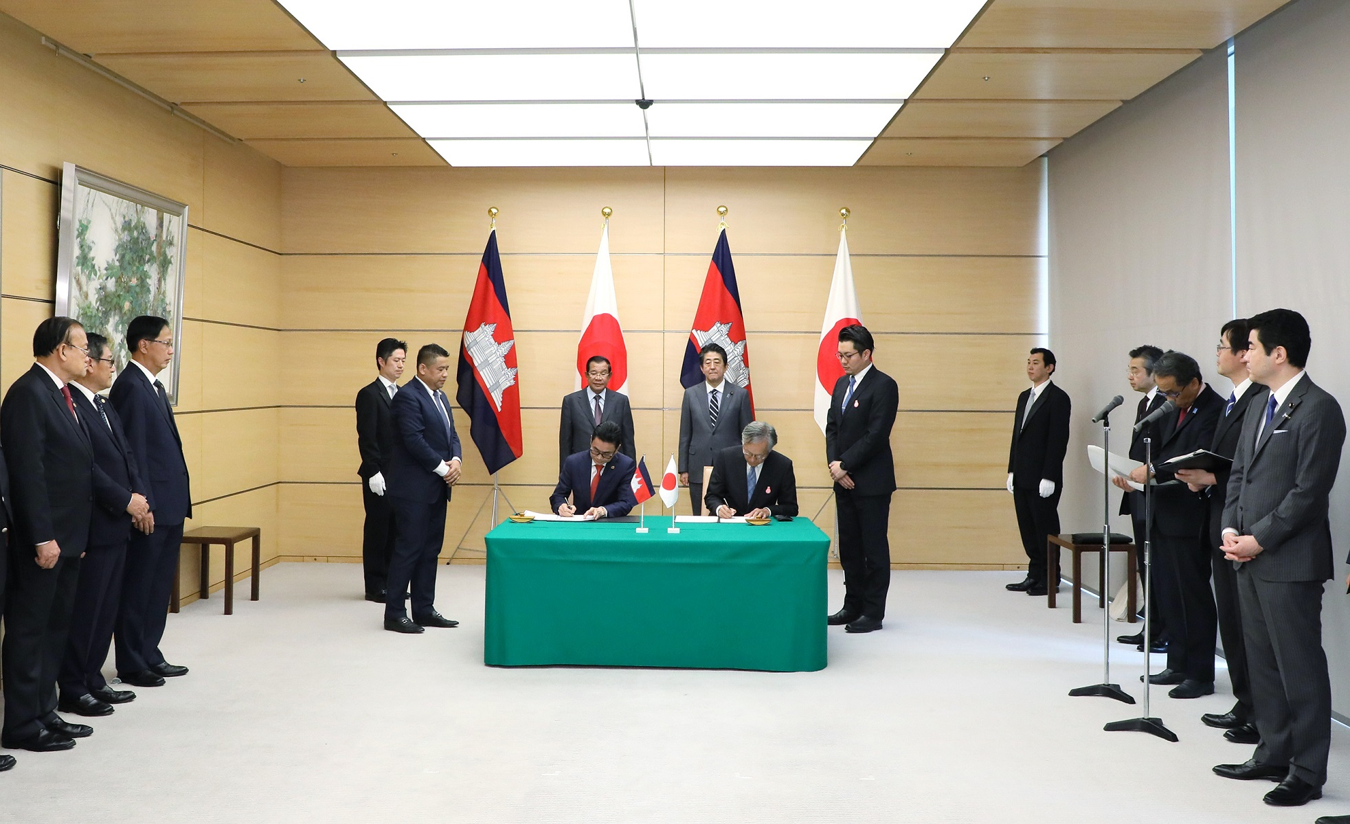 Photograph of the leaders attending the signing ceremony (2)