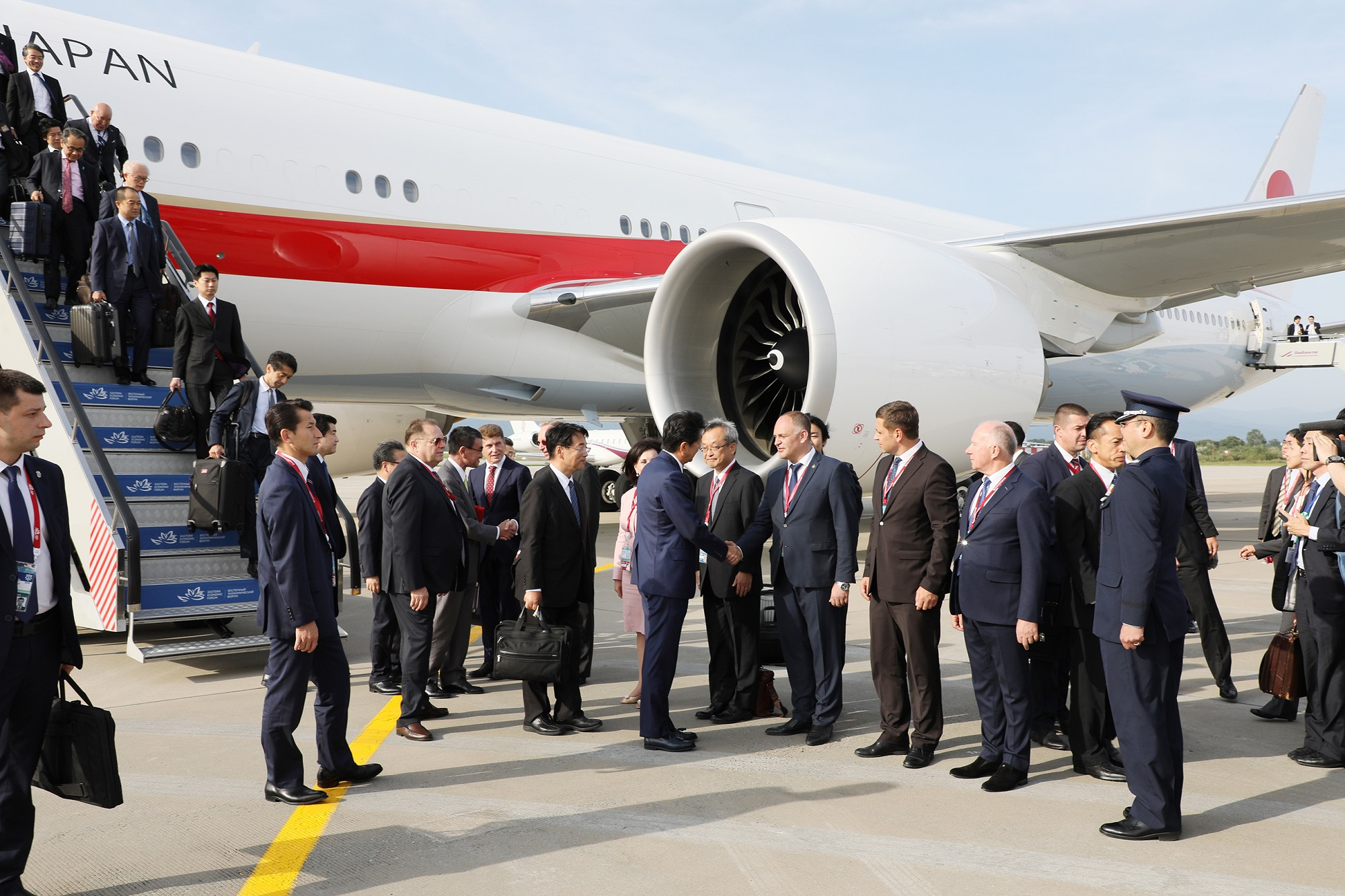 Photograph of the Prime Minister arriving in Vladivostok (2)