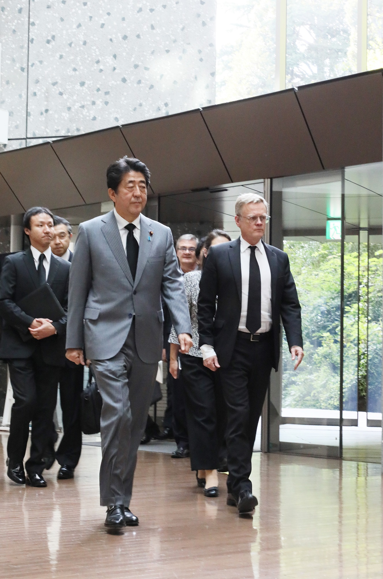 Photograph of the Prime Minister arriving to offer his condolences (1)