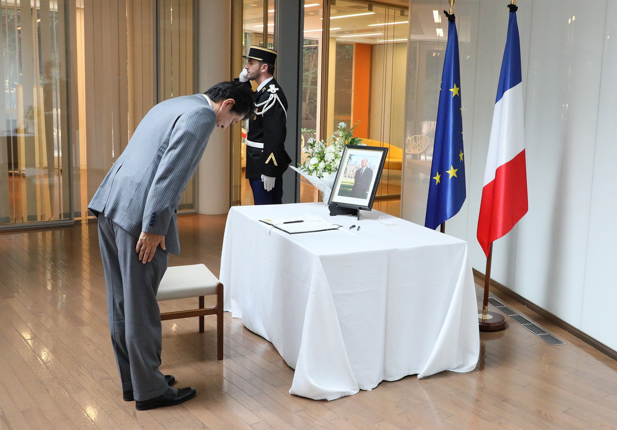 Photograph of the Prime Minister paying his condolences (4)