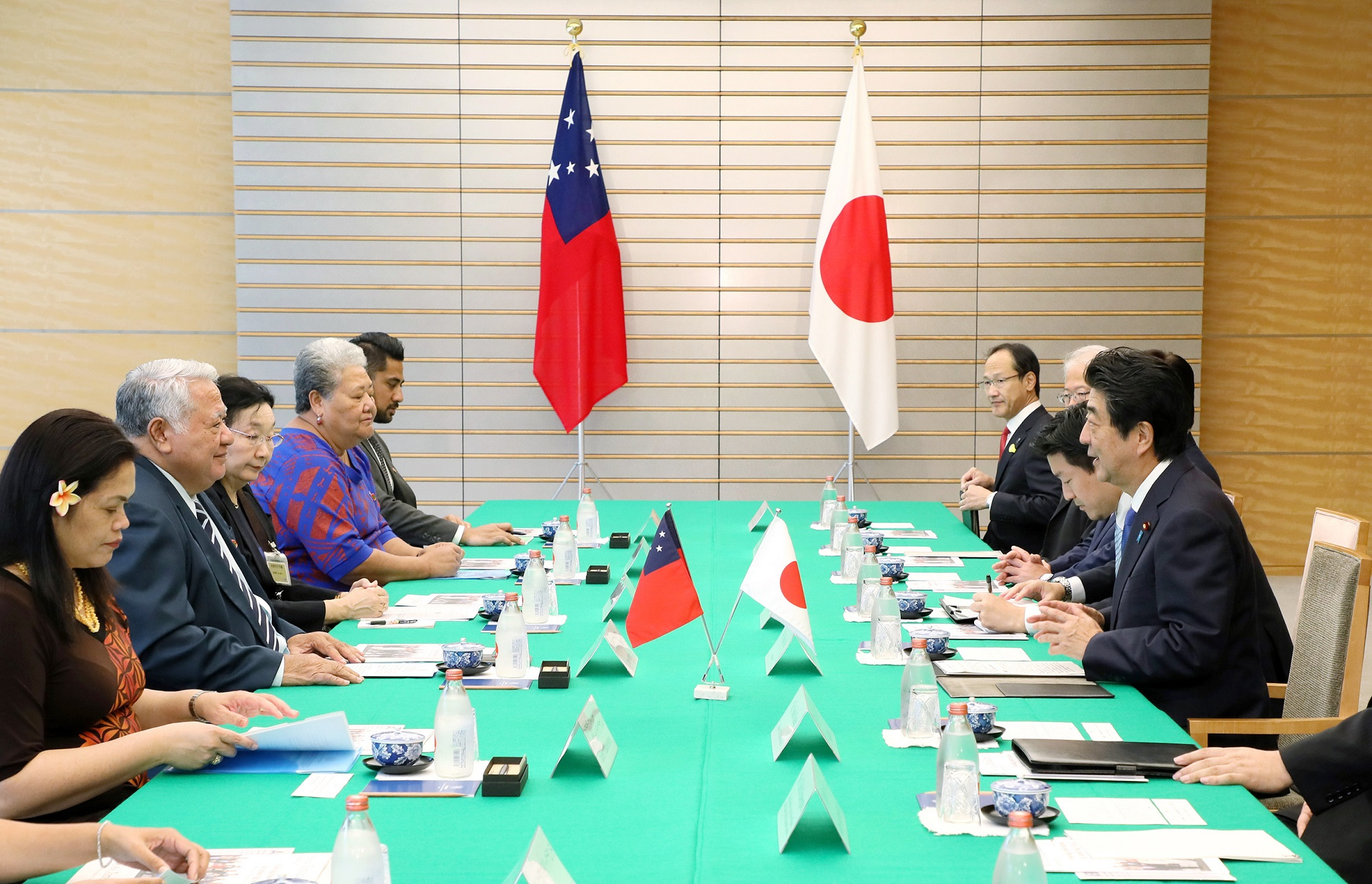 Photograph of the Japan-Samoa Summit Meeting (1)