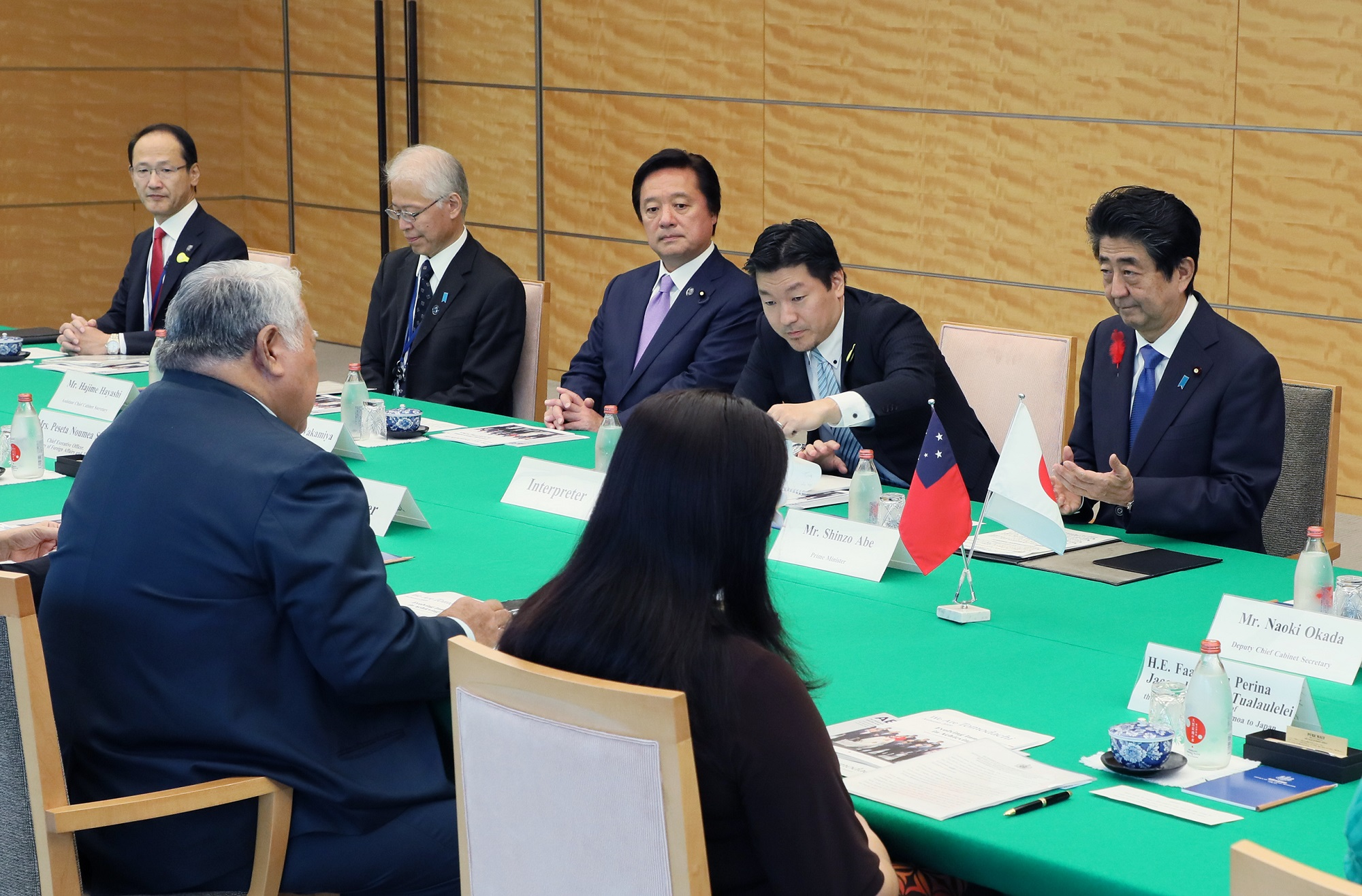 Photograph of the Japan-Samoa Summit Meeting (2)