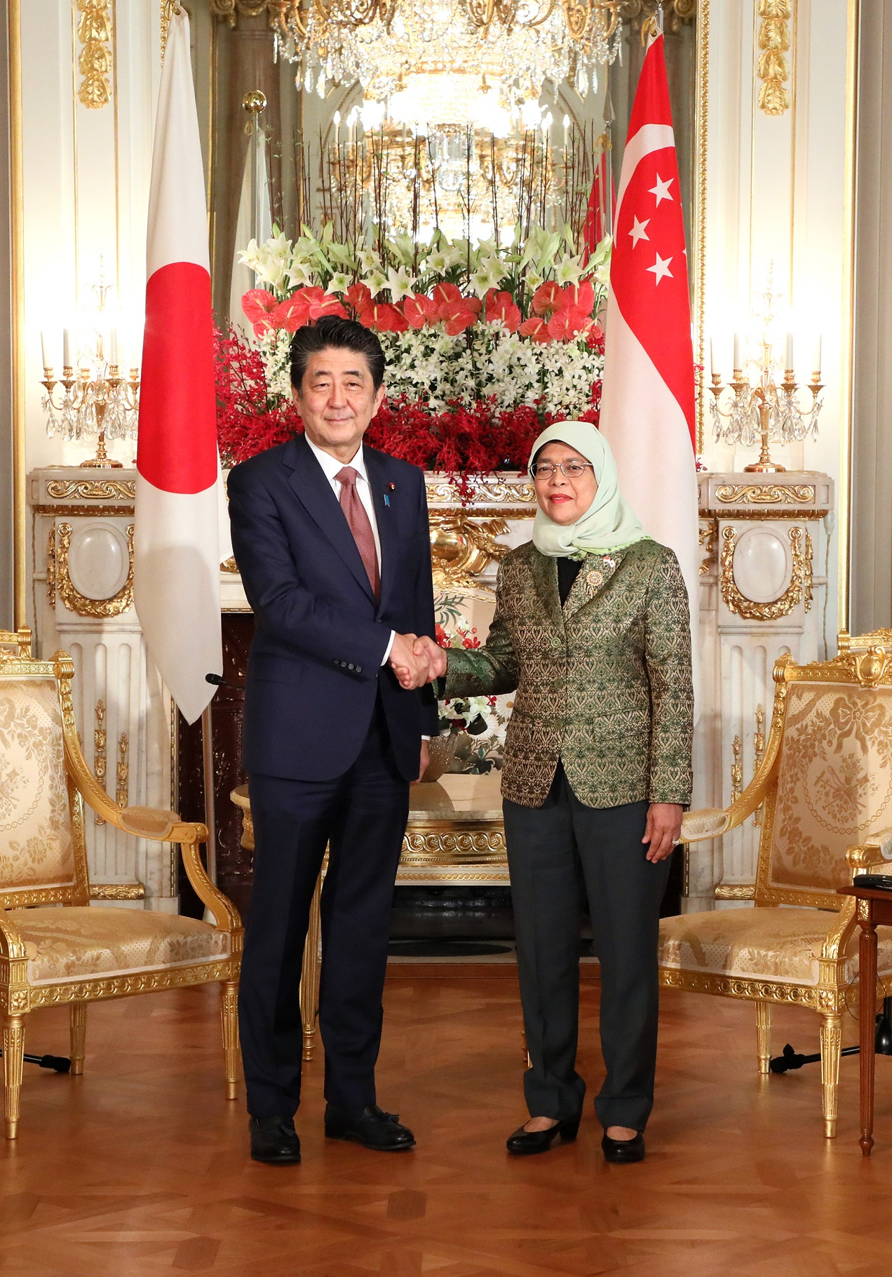 Photograph of the meeting with the President of the Republic of Singapore (2)