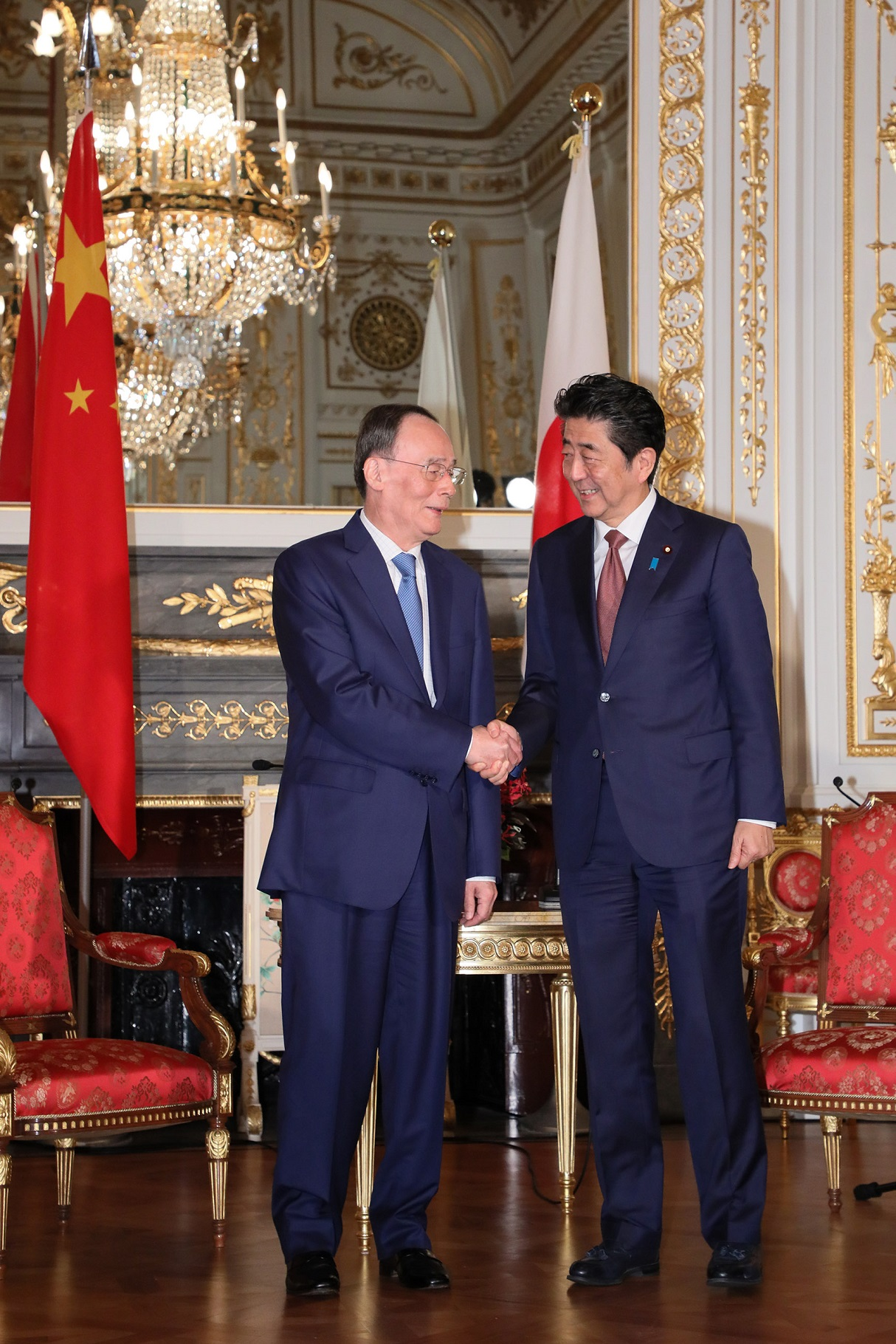 Photograph of the courtesy call from the Vice President of the People's Republic of China (2)