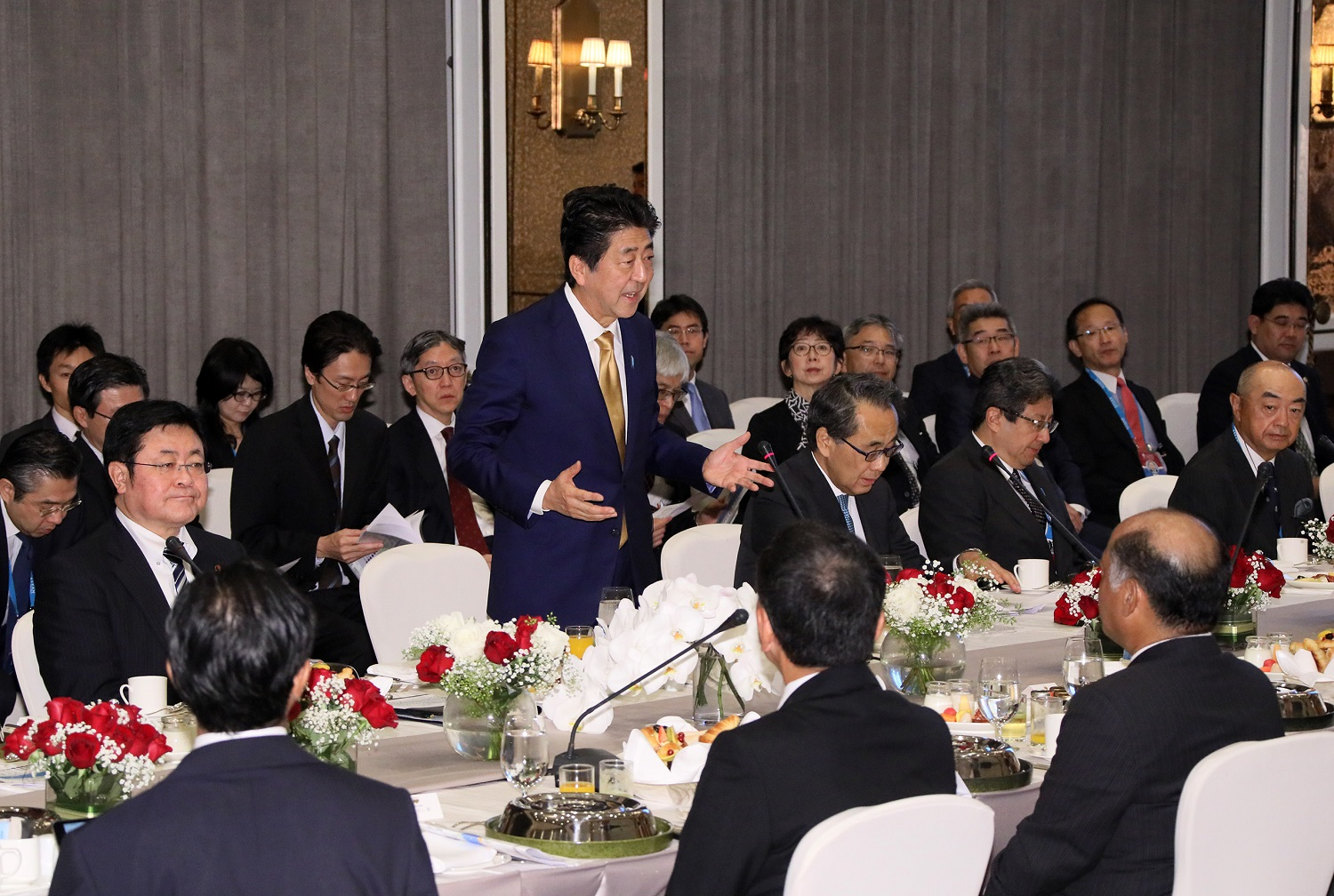 Photograph of the breakfast meeting with members of locally based Japanese companies (1)