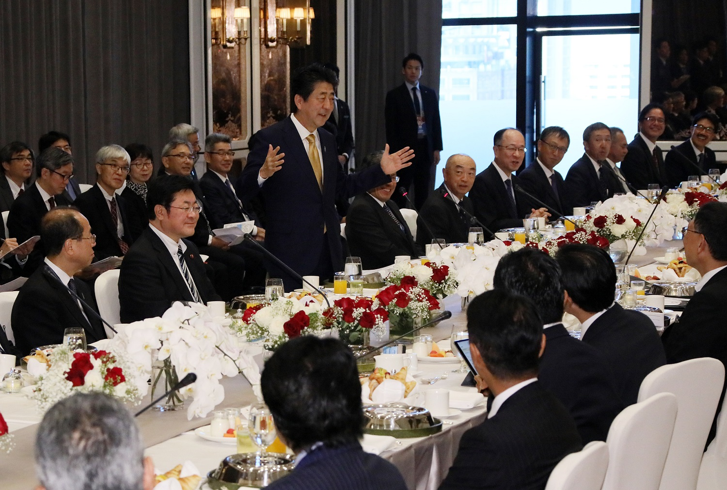 Photograph of the breakfast meeting with members of locally based Japanese companies (3)