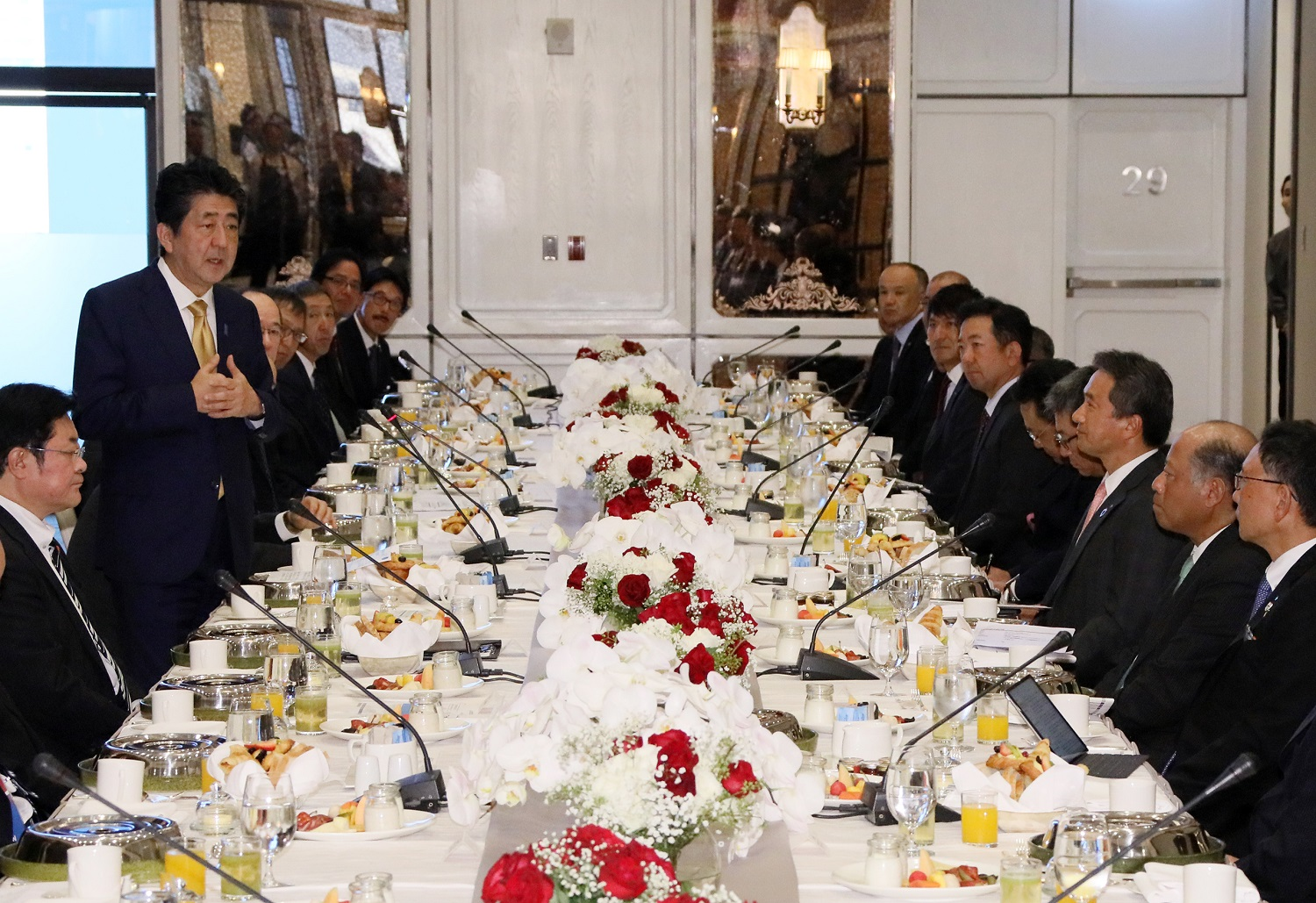 Photograph of the breakfast meeting with members of locally based Japanese companies (4)