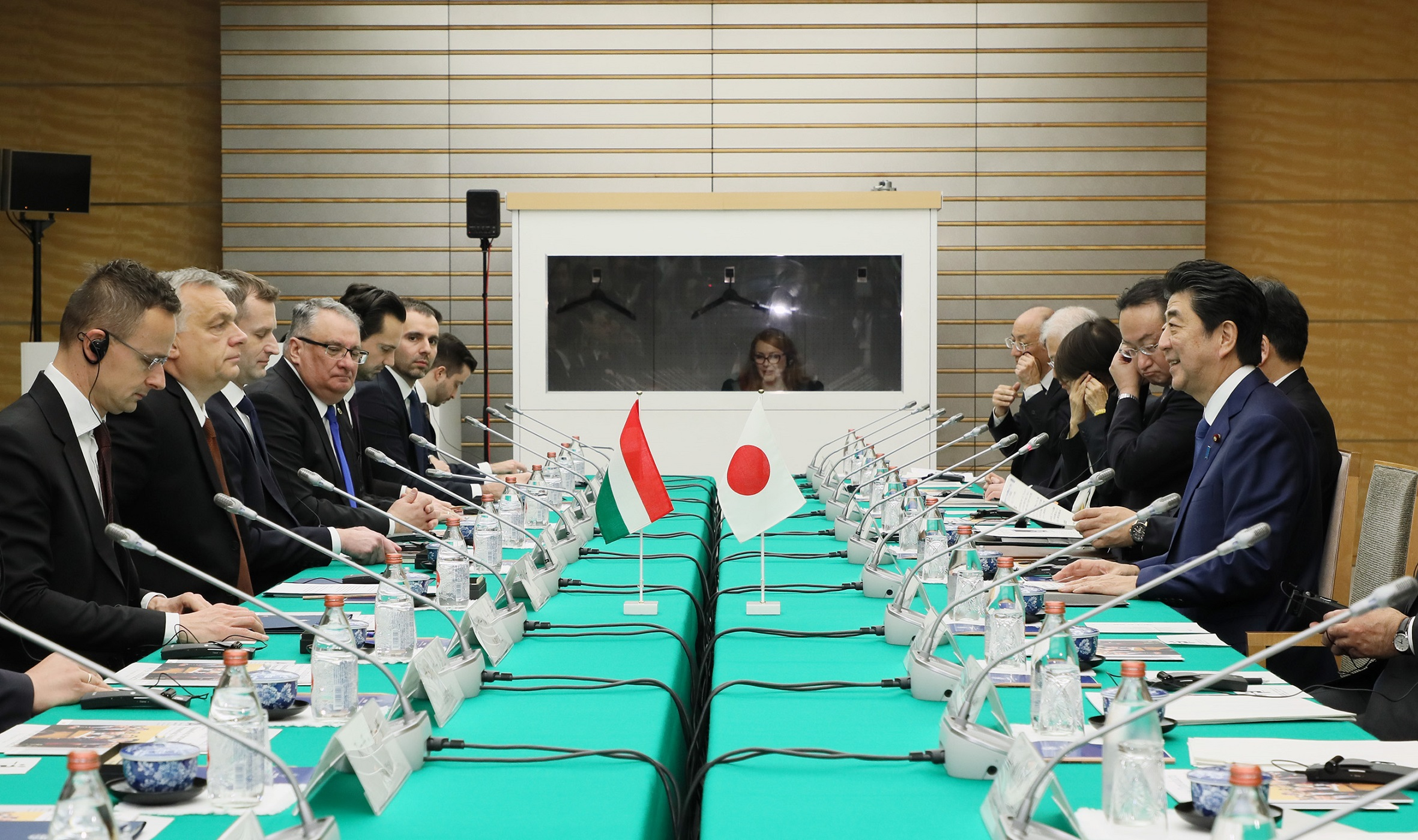 Photograph of the Japan-Hungary Summit Meeting (1)