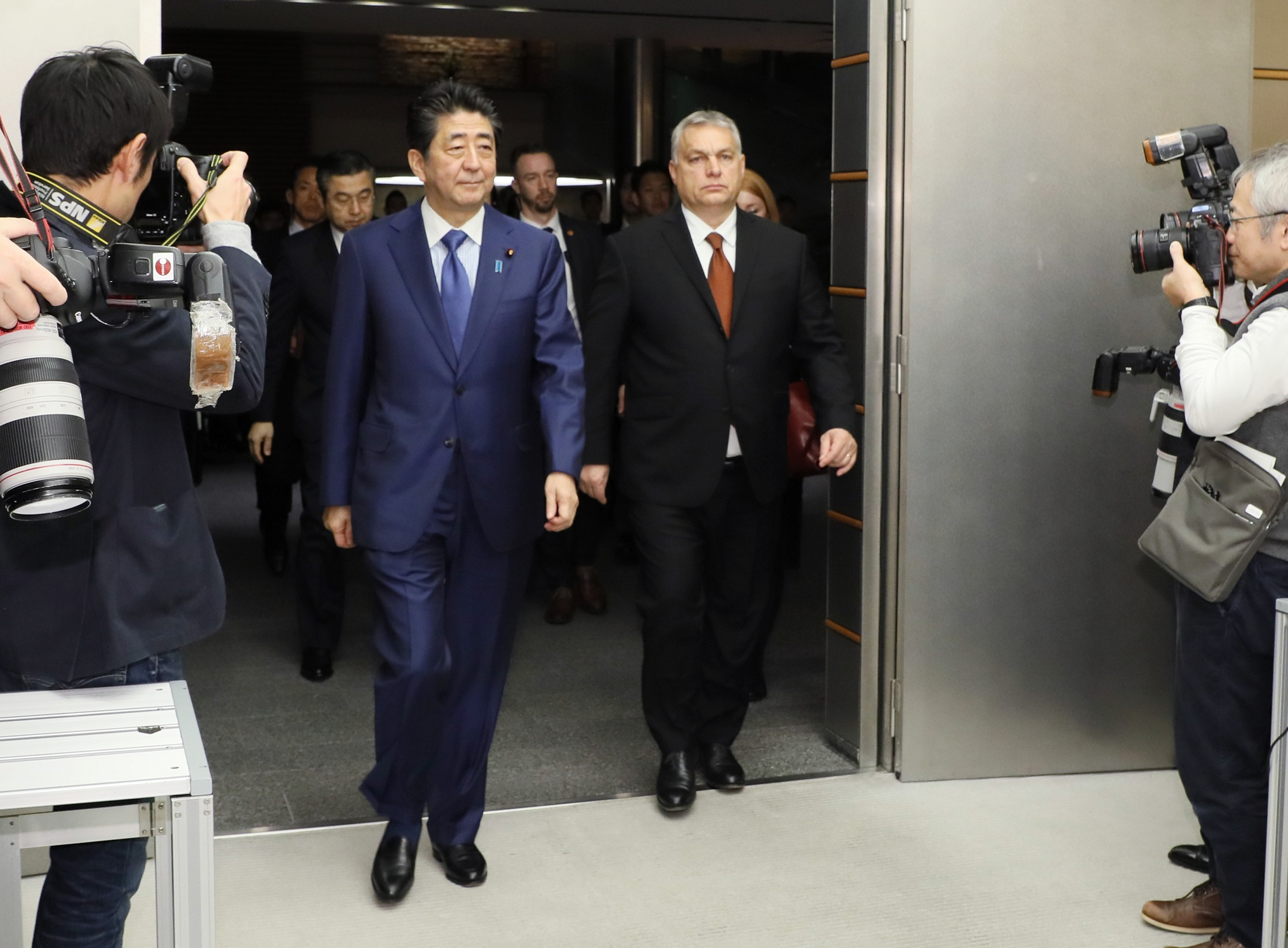 Photograph of the leaders heading to the signing and exchange of documents ceremony