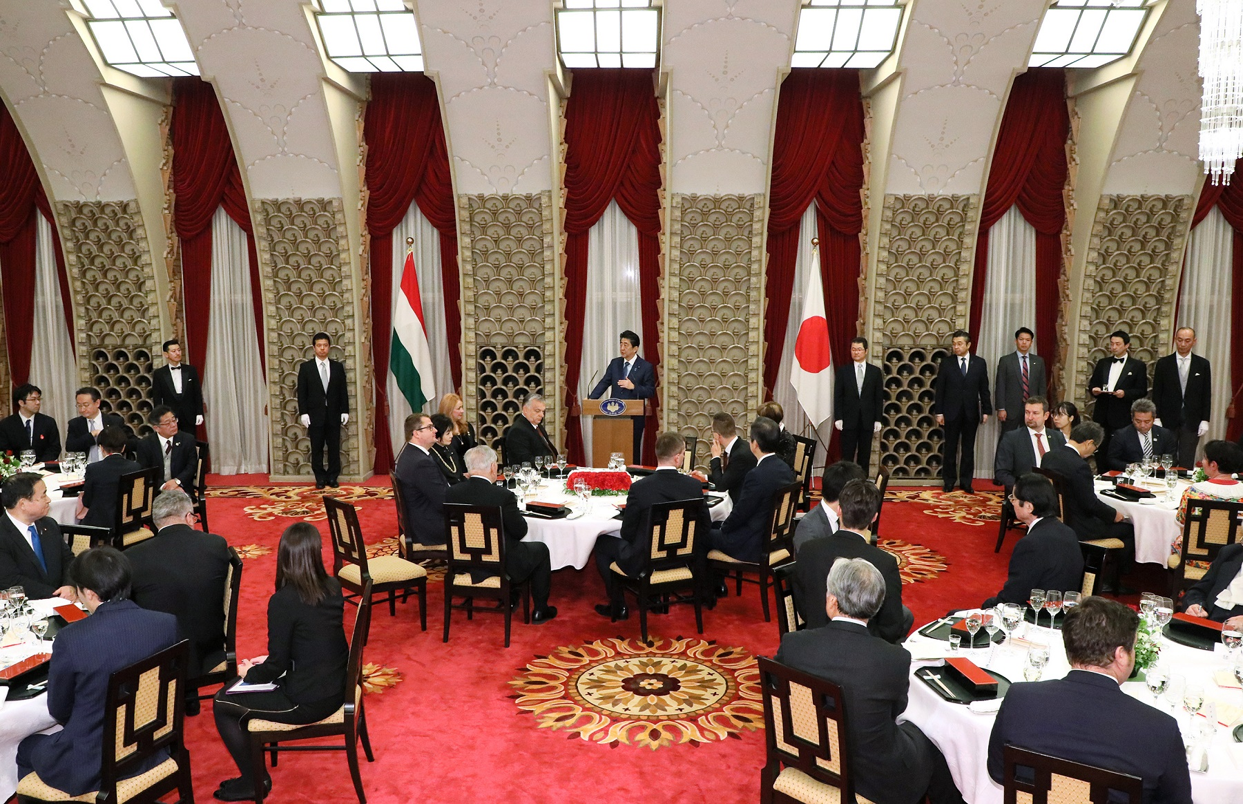 Photograph of the Prime Minister delivering an address at the banquet hosted by the Prime Minister (4)