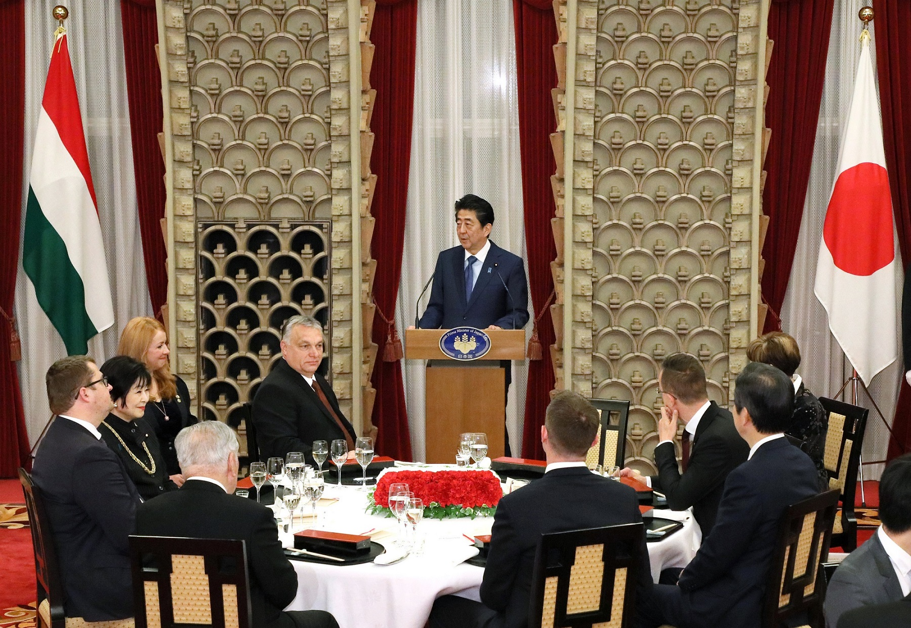 Photograph of the Prime Minister delivering an address at the banquet hosted by the Prime Minister (5)