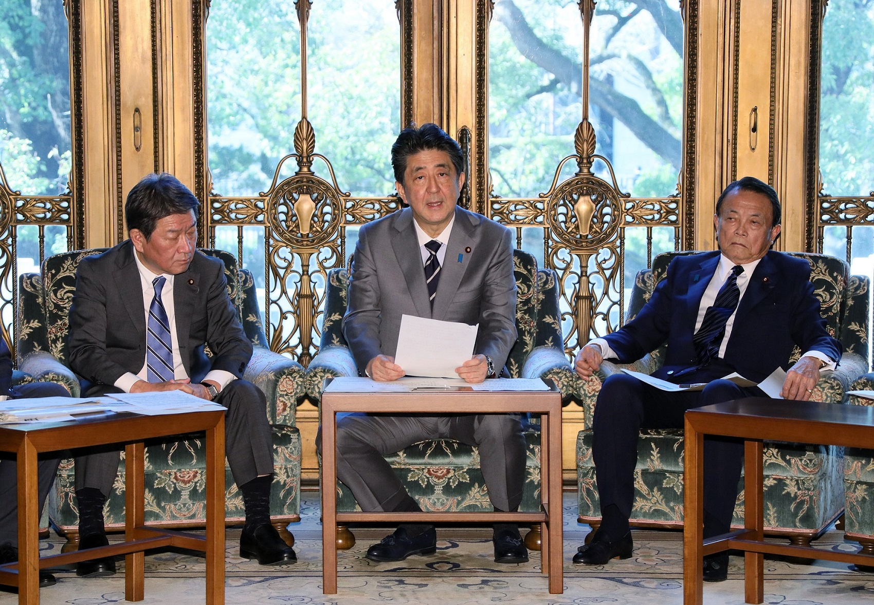 Photograph of the Prime Minister making a statement (1)