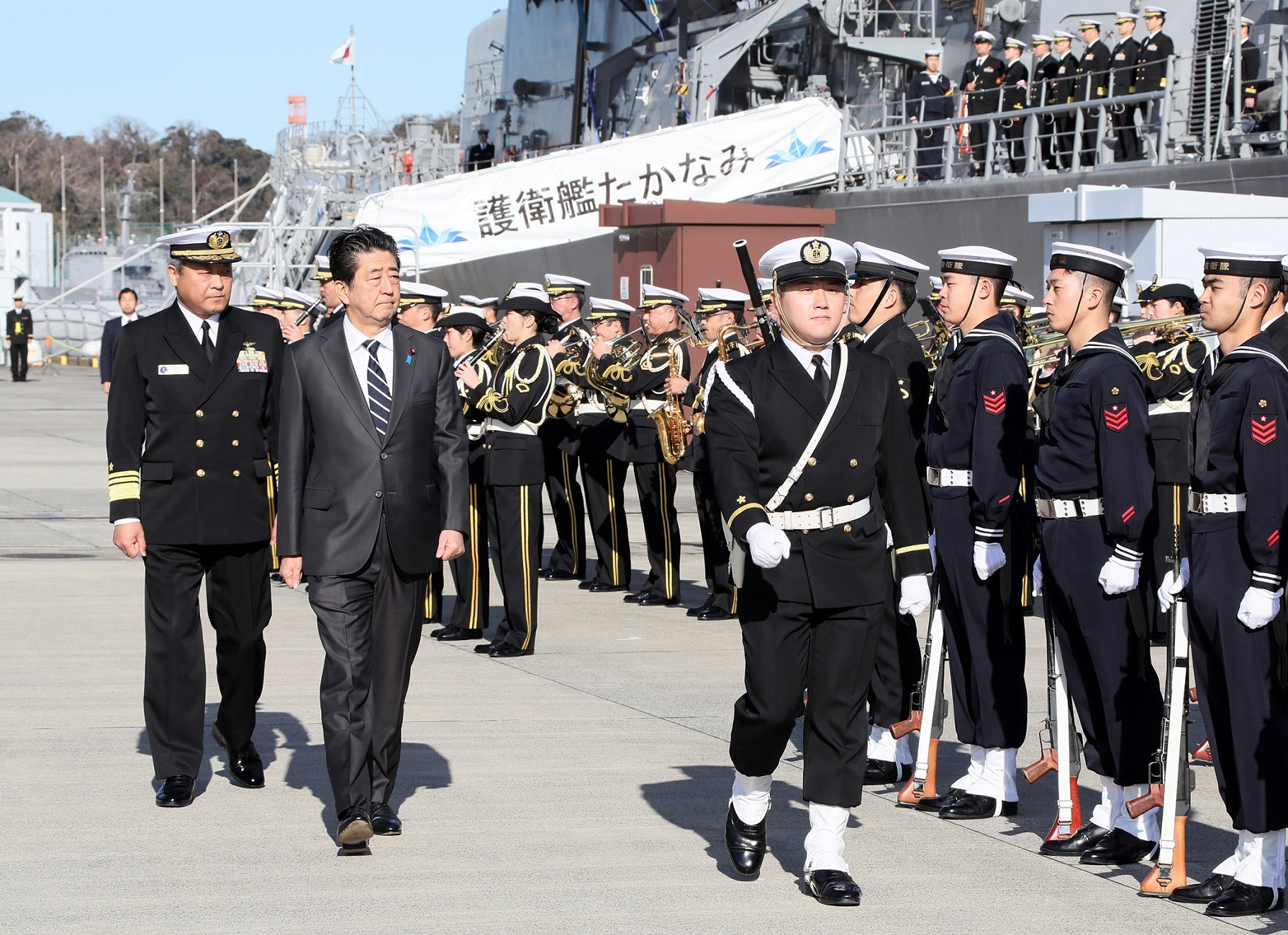 Photograph of the salute and the guard of honor ceremony (2)