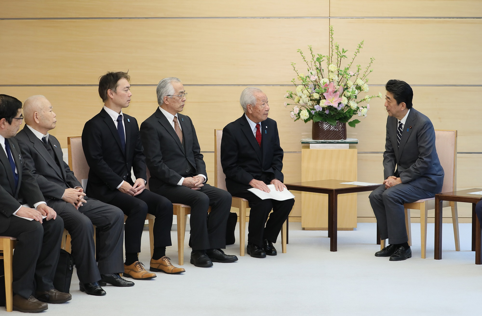 Photograph of the Prime Minister holding the meeting (1)