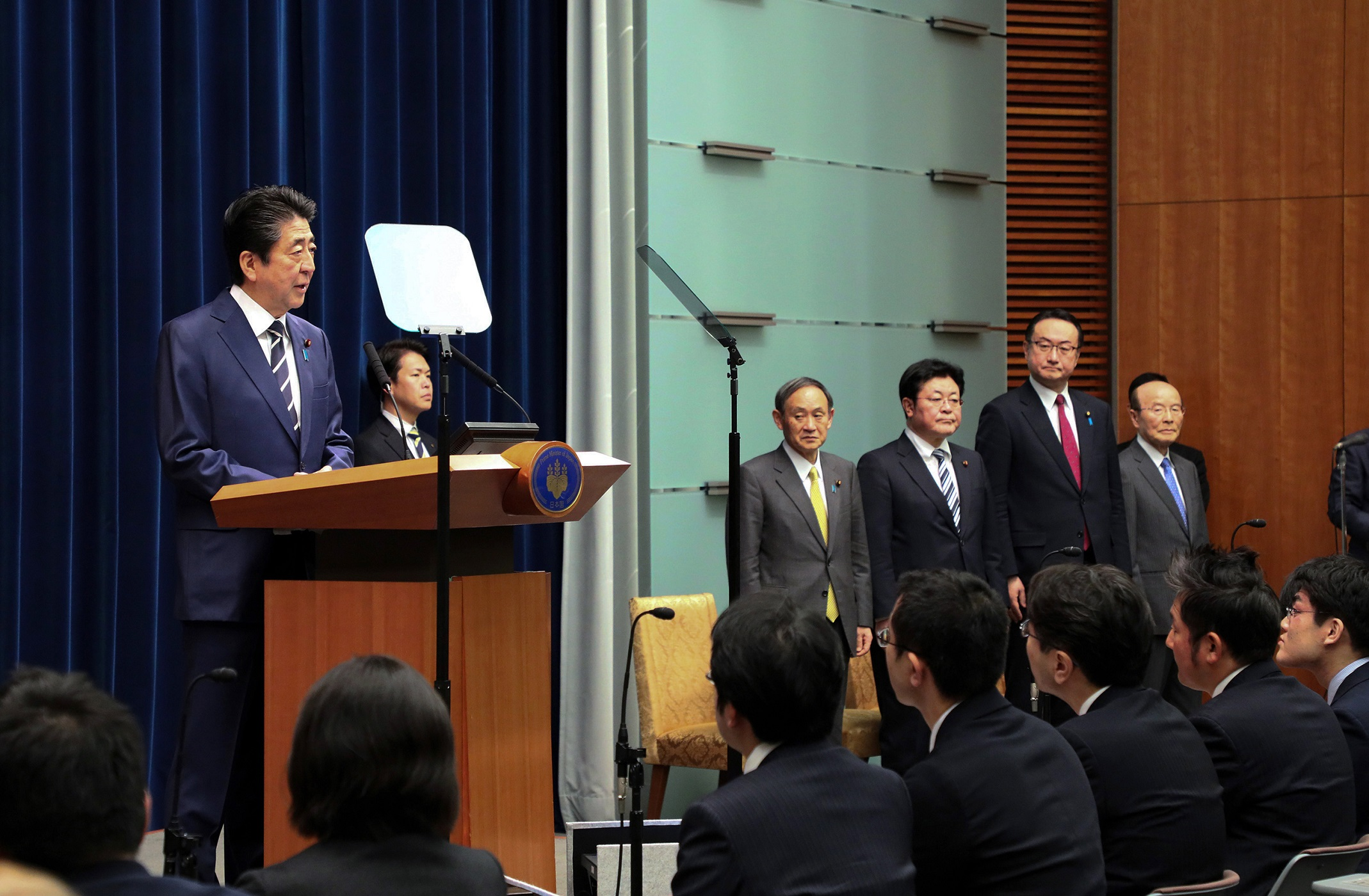 Photograph of the Prime Minister holding the press conference (8)