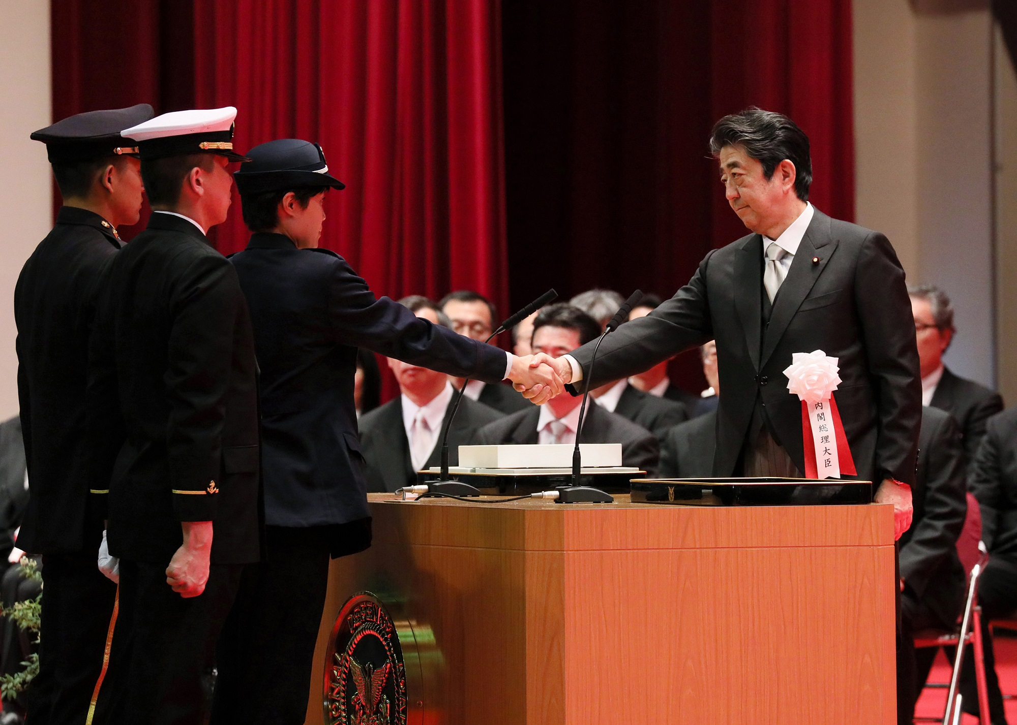 Photograph of the Prime Minister shaking hands during the oath of service ceremony