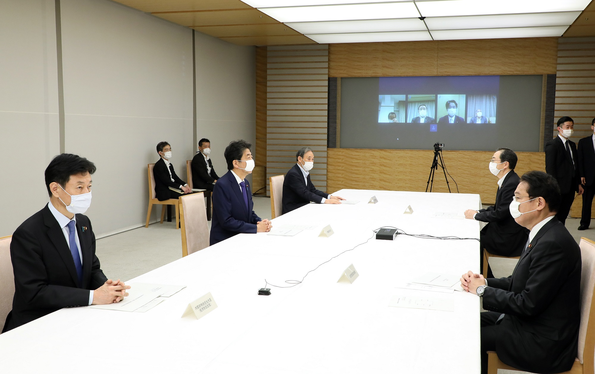 Photograph of the Prime Minister attending the meeting(2)