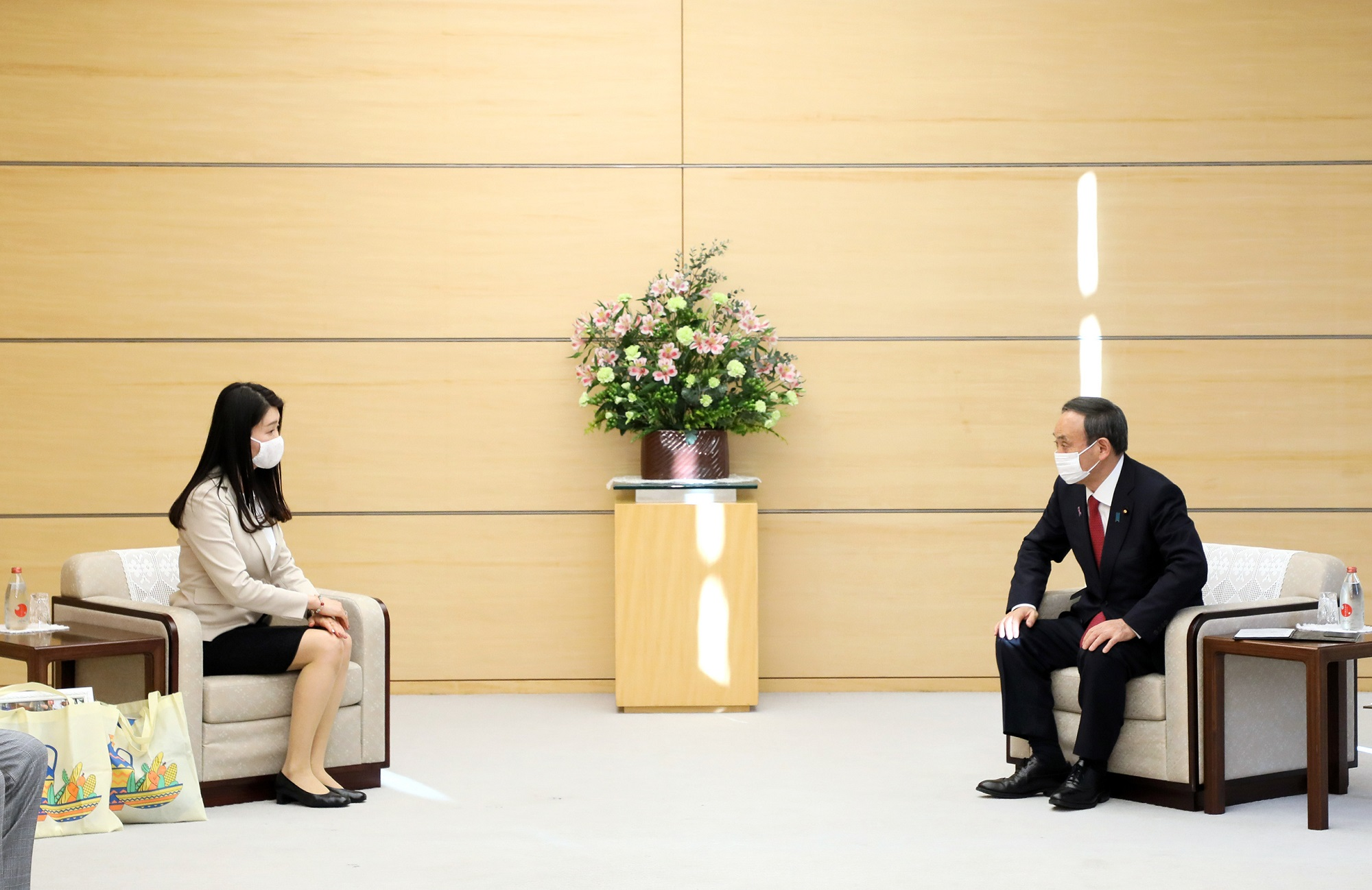 Photograph of the Prime Minister receiving the courtesy call(1)