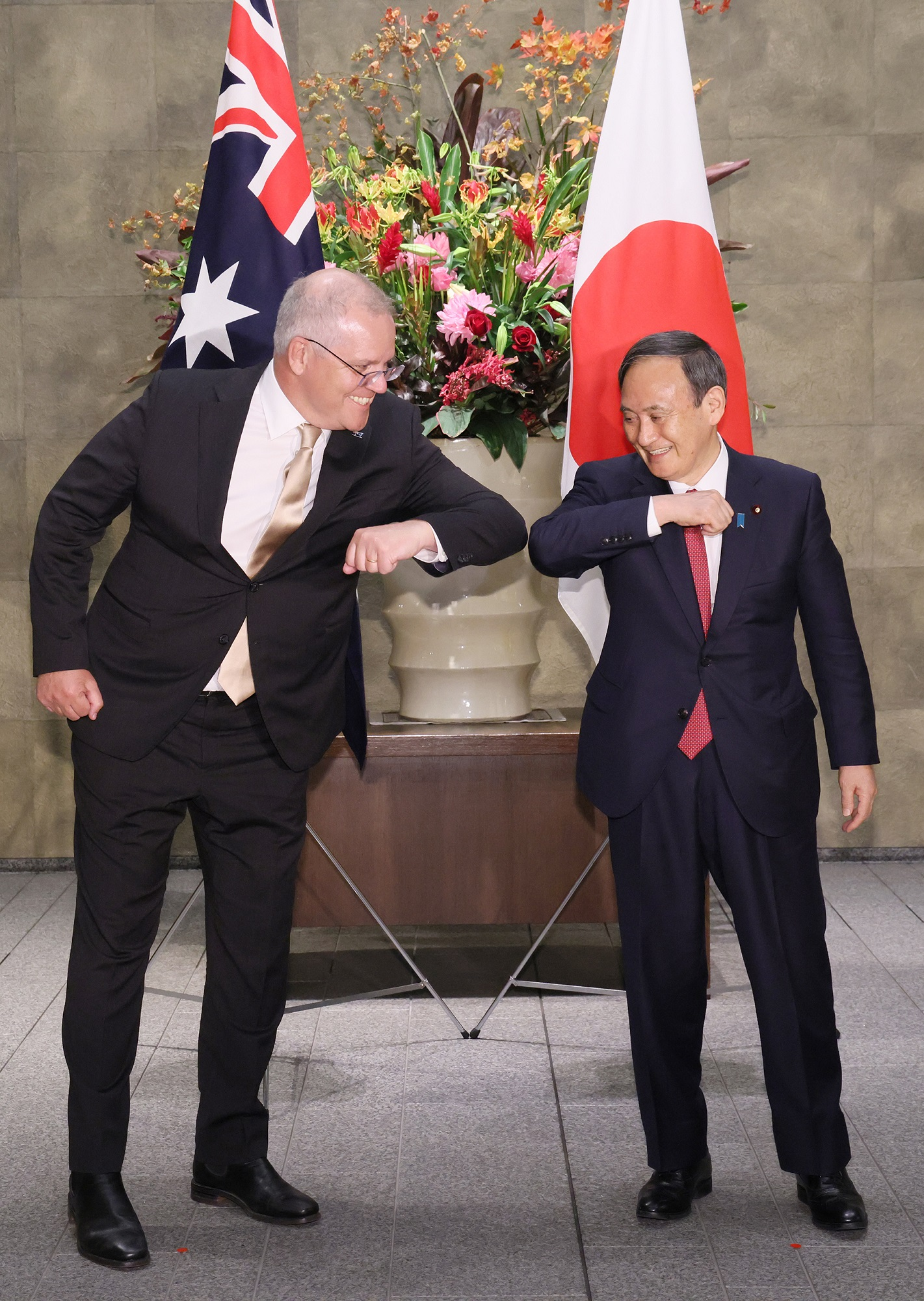 Photograph of the Prime Minister welcoming the Prime Minister of Australia (2)