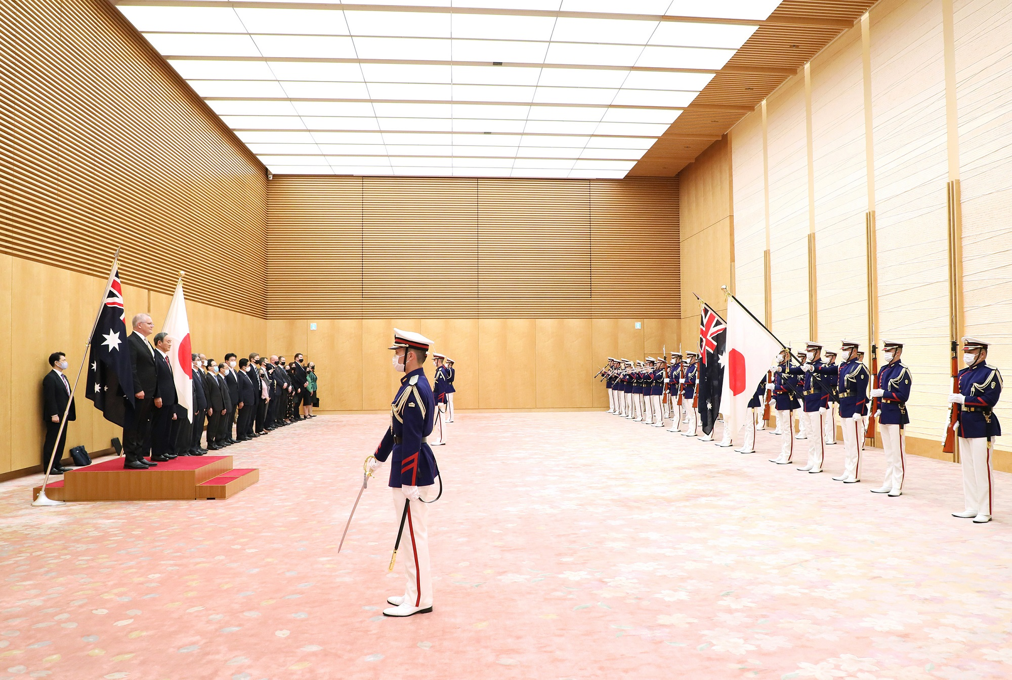 Photograph of the salute and the guard of honor ceremony (4)