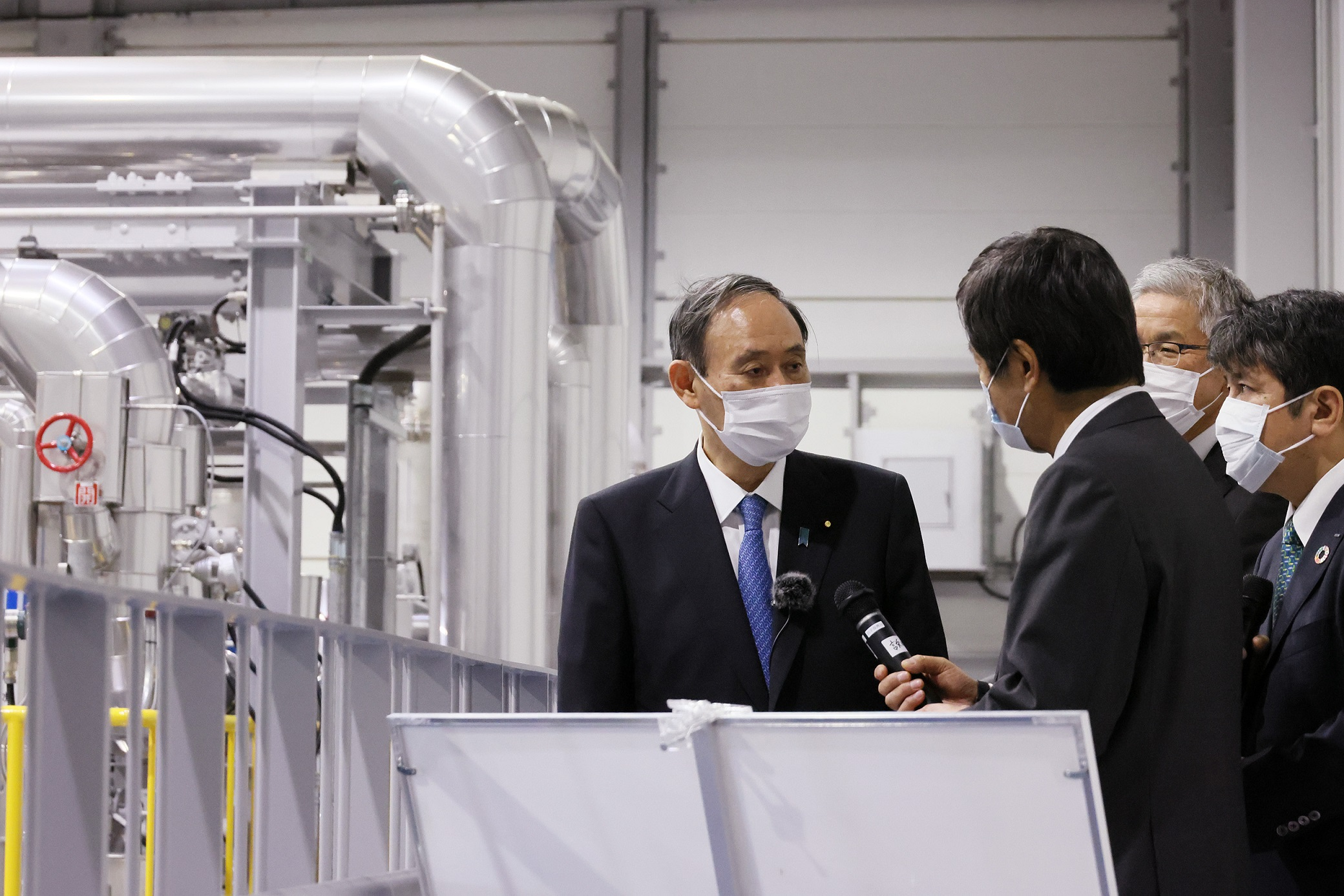 Photograph of the Prime Minister visiting FH2R (2)