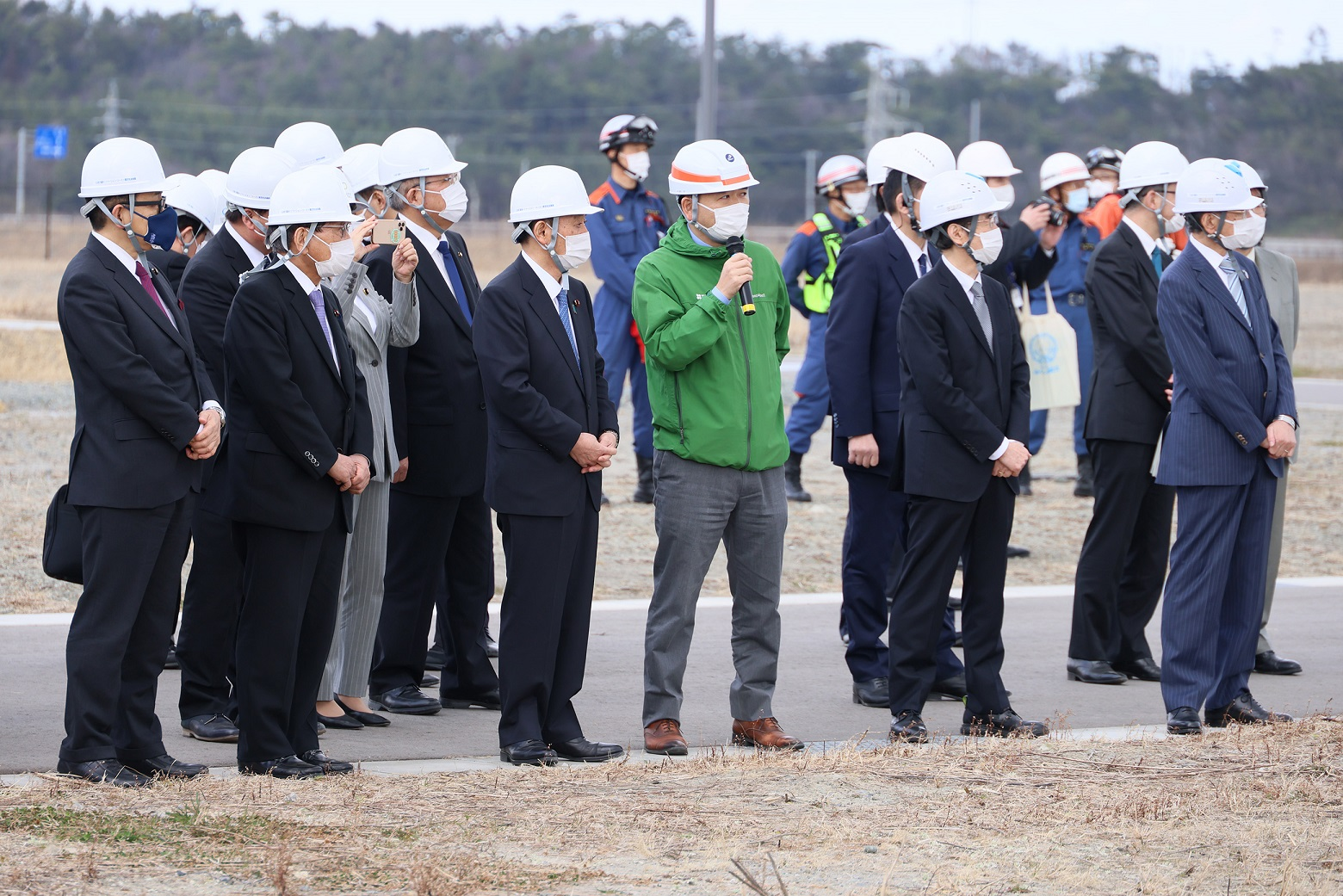 Photograph of the Prime Minister visiting the Fukushima Robot Test Field (3)