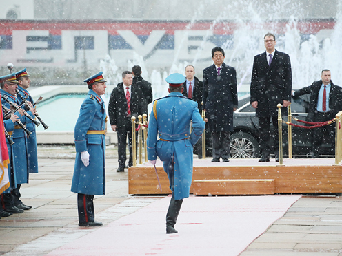 Photograph of the Prime Minister attending the welcome ceremony (2)