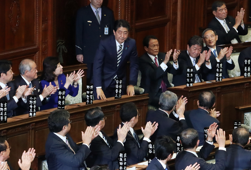 Photograph of Prime Minister Abe when designated at the Diet (1)
