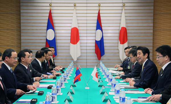 Photograph of the Japan-Laos Summit Meeting
