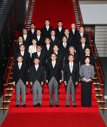 Photograph of the commemorative photograph session (1)