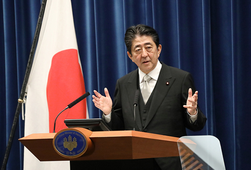Photograph of the Prime Minister holding a press conference (3)