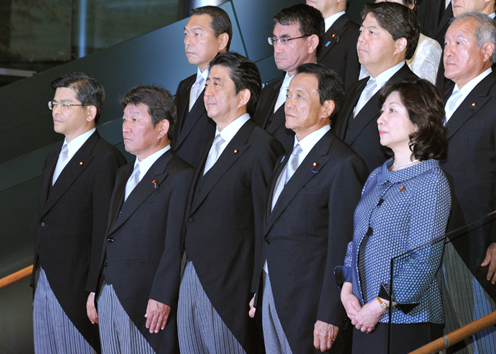Photograph of the commemorative photograph session (2)
