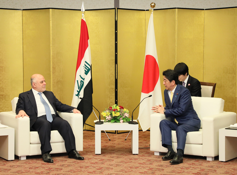 Photograph of the Prime Minister holding a talk with the Prime Minister of Iraq
