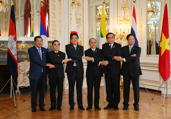Photograph of the Mekong-Japan leaders' photo session