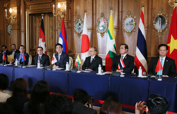 Photograph of the leaders of Japan and the Mekong region attending the joint press announcement