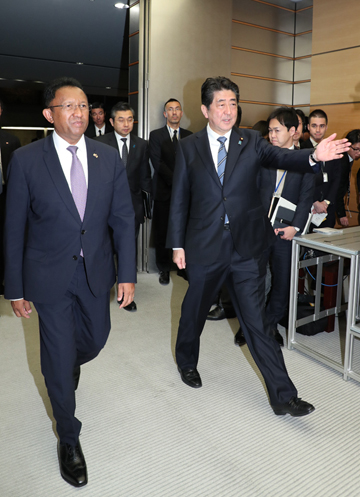Photograph of the leaders heading to the signing ceremony and the joint press announcement