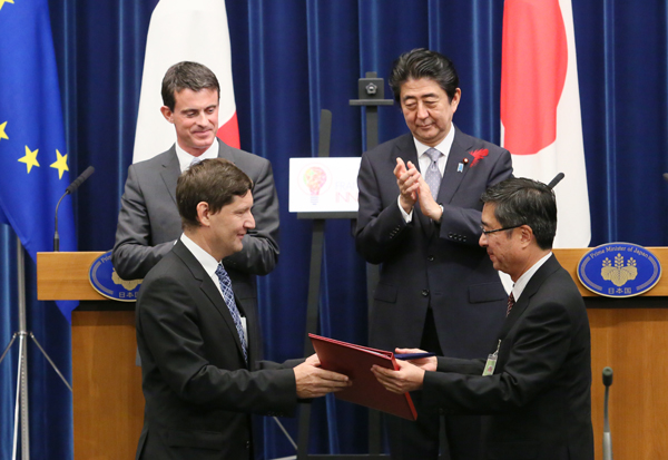 Photograph of the leaders attending the ceremony for the exchange of cooperation documents (5)