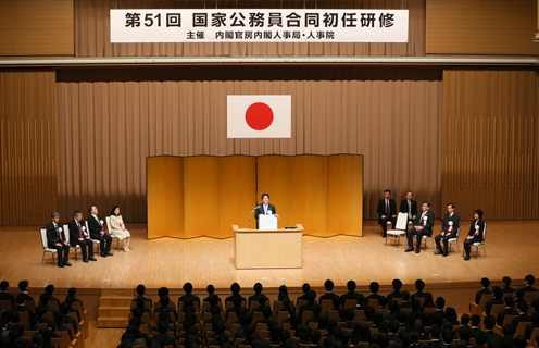Photograph of the Prime Minister delivering an address (2)