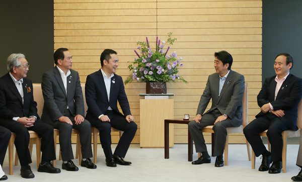 Photograph of the Prime Minister receiving the courtesy call (2)