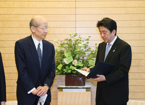 Photograph of the Prime Minister being presented with the report (2)