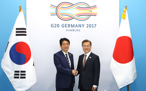 Photograph of the Japan-ROK Summit Meeting (1)