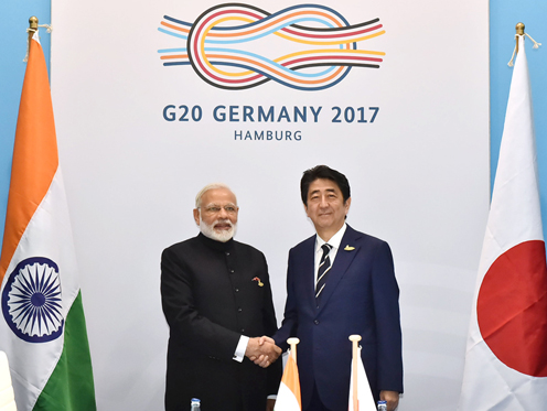 Photograph of the Japan-India Summit Meeting (pool photo) (1)