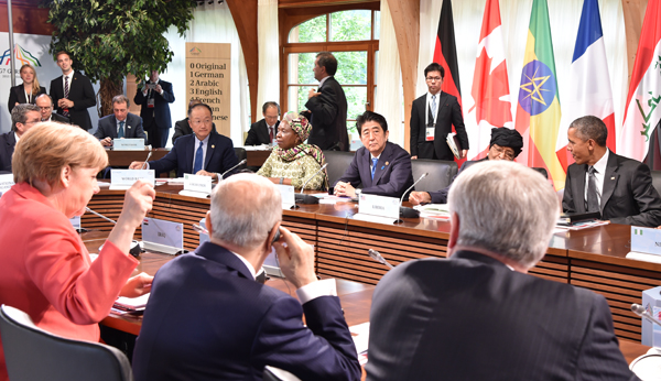 Photograph of the Prime Minister attending the summit (3)