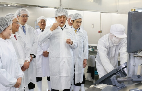 Photograph of the visit to the natto production plant