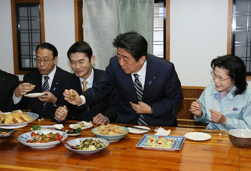 Photograph of the meeting at the natto production plant