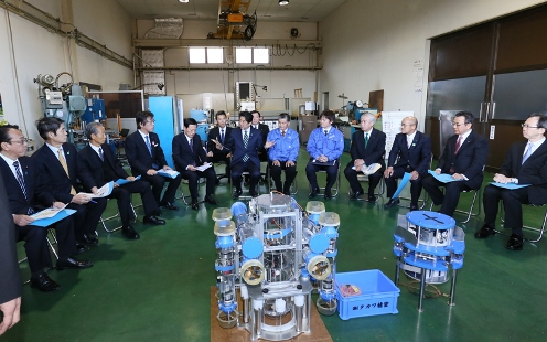 Photograph of the meeting with people working in robotics (2)