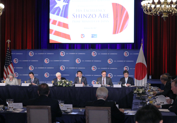 Photograph of the Prime Minister delivering an address at the breakfast meeting jointly held by the U.S. Chamber of Commerce and U.S.-Japan Business Council (1)
