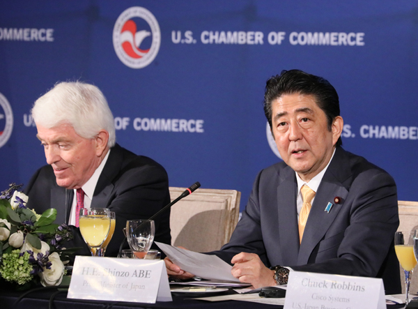 Photograph of the Prime Minister delivering an address at the breakfast meeting jointly held by the U.S. Chamber of Commerce and U.S.-Japan Business Council (2)